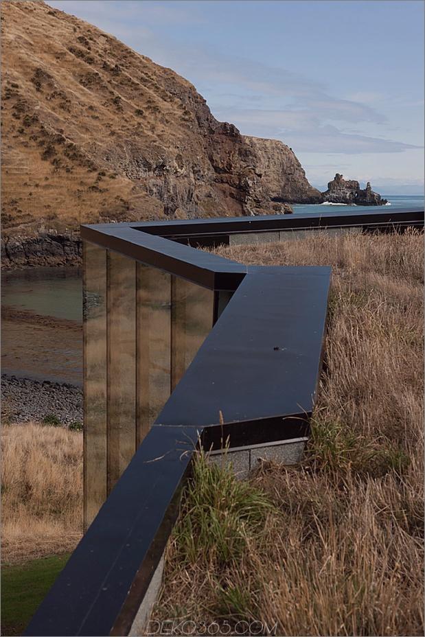 13-Sustainable-Oceanfront-Cabin-Remote-Vulkan-Bergseite.jpg