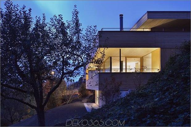 nachhaltig-geometrisch-haus-dach-terrasse-12-hinterhof-zugang.jpg