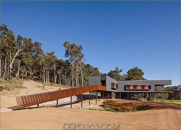 nachhaltige Hausstelzen Zugang zu Stahlrampen 1 Rampe Daumen 630xauto 40159 Nachhaltiges Haus auf Stelzen, die über Stahlrampen zugänglich sind