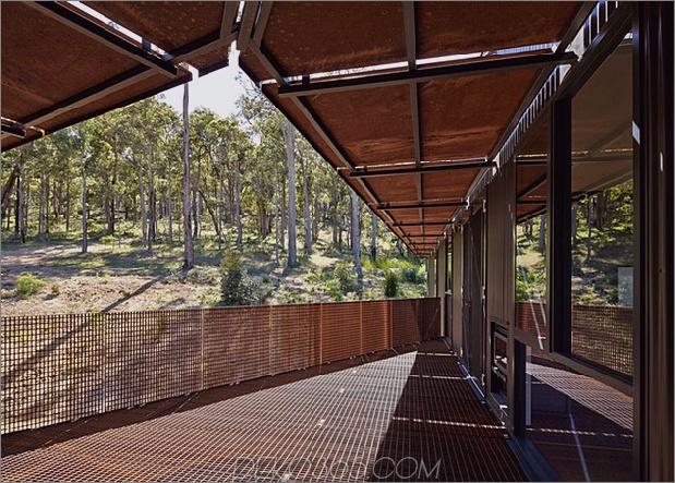 nachhaltige-haus-stelzen-zugänglich-stahlrampen-11-balcony.jpg