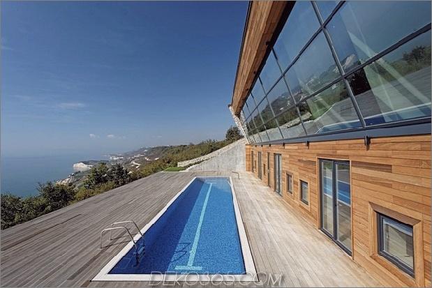 Niedrigenergiehaus mit Blick auf Haus mit Dachwiese 2 Poolfenster thumb 630xauto 33570 Niedrigenergiehaus mit Dachwiese