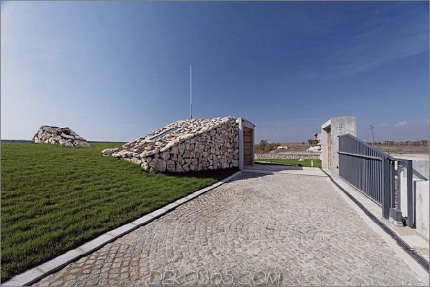 Niedrigenergie-Hügel-Aussichts-Haus-mit-Dach-Rasen-6-Einfahrt.jpg