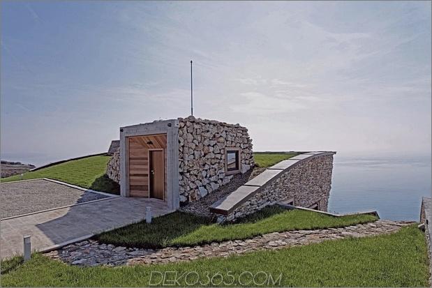 Niedrigenergie-Hügel-Aussichts-Haus-mit-Dach-Rasen-7-Haustür.jpg