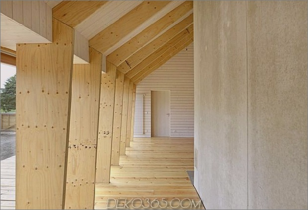 modern-open-concept-homestead-centralcourtyard-germany-8-end-wall.jpg