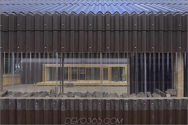 modern-open-concept-homestead-centralcourtyard-germany-12-plastic-window.jpg