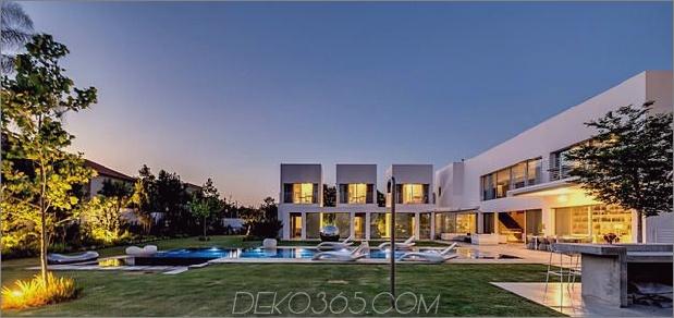 Outdoor-fokussiertes Haus-mit-unabhängige-Dach-Schlafzimmer-4-Yard-staight-far.jpg