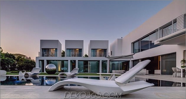 Outdoor-fokussiertes Haus-mit-unabhängige-Dach-Schlafzimmer-5-Lounge-Sessel-close.jpg