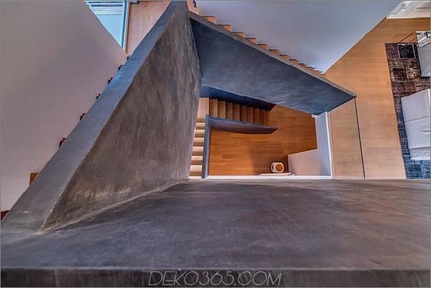 Outdoor-fokussiertes Haus-mit-unabhängige-Dach-Schlafzimmer-16-Haupttreppen.jpg