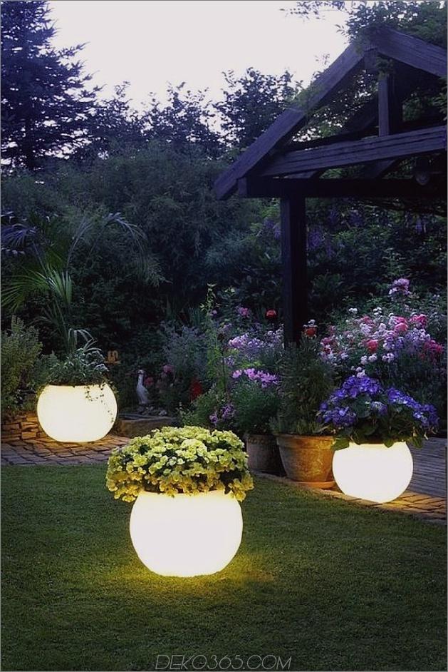 Beleuchtete Blumenübertöpfe