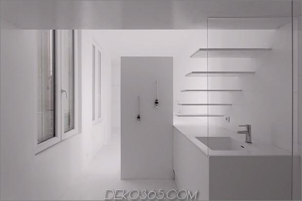 kleine-boden-plan-paris-wohnung-renoviert-mit-modern-beleuchtung-lösungen-13-bathroom-wall.jpg