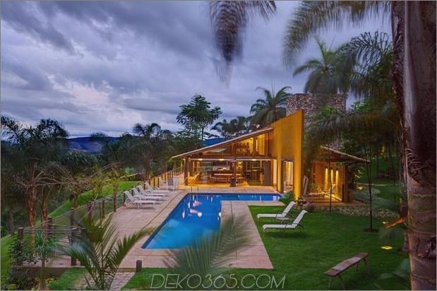 Matching-Tropial-Ferienhäuser-mit-modern-Details-4-pool-straight.jpg