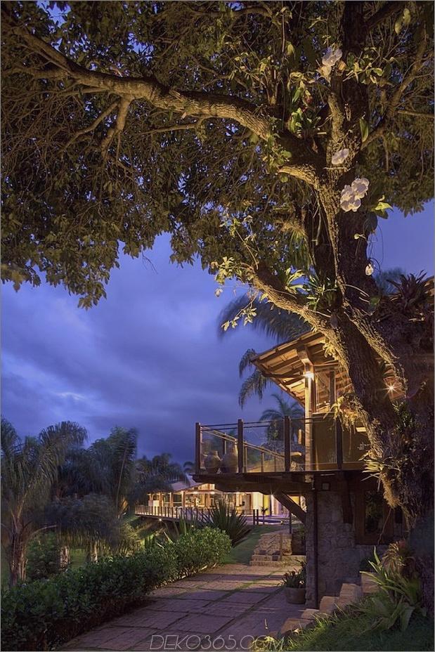 Matching-Tropial-Ferienhäuser-mit-modern-Details-14-property-overhang.jpg