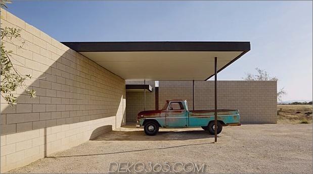 Passiv gekühltes Haus-mit-Outdoor-Wohnräumen-6-carport.jpg