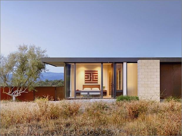 Passiv gekühltes Haus-mit-Outdoor-Wohnräumen-7-Schlafzimmer-Ecke.jpg