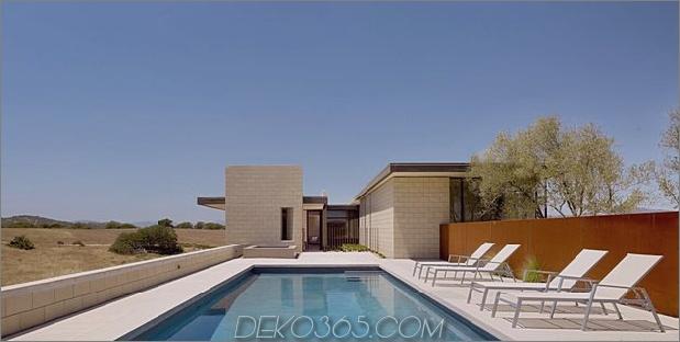 Passiv gekühltes Haus-mit-Outdoor-Wohnräumen-8-pool.jpg
