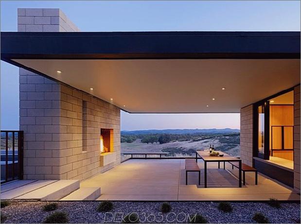 Passiv gekühltes Haus-mit-Outdoor-Wohnräumen-10-Outdoor-Esszimmer.jpg