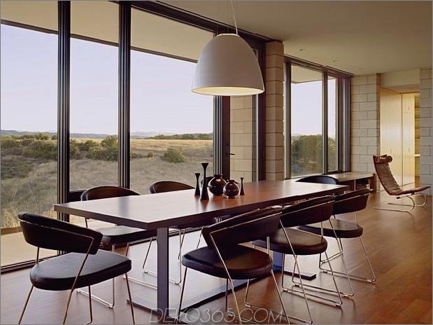 Passiv gekühltes Haus-mit-Outdoor-Wohnräumen-13-Esstisch.jpg