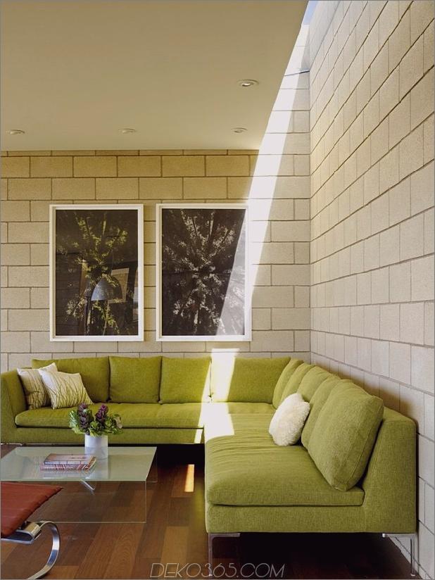 Passiv gekühltes Haus-mit-Outdoor-Wohnräumen-14-couch.jpg