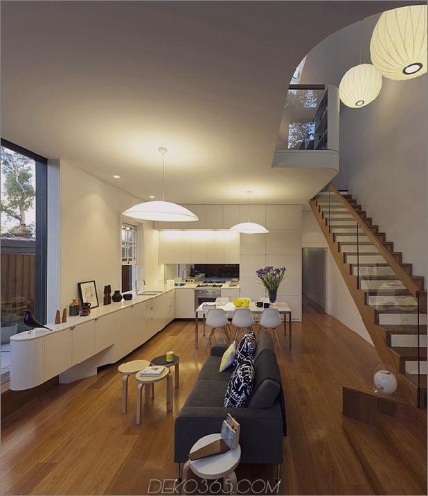 familiär-modern-design-sydney-home-13-wohnzimmer-treppen-nacht.jpg