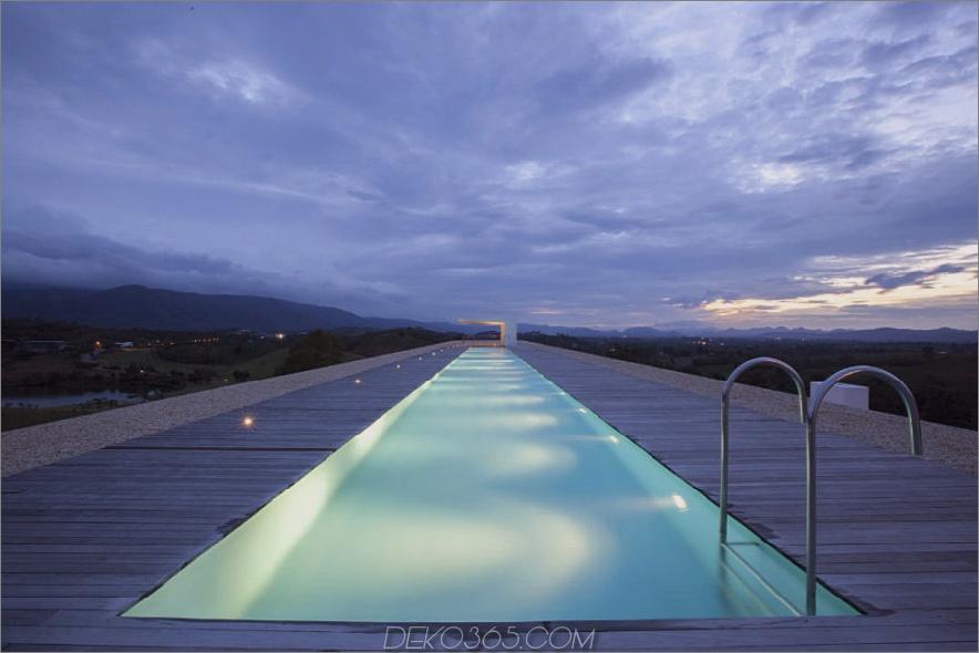 Weekend House mit einem Sportbecken von Shinichi Ogawa & Associates