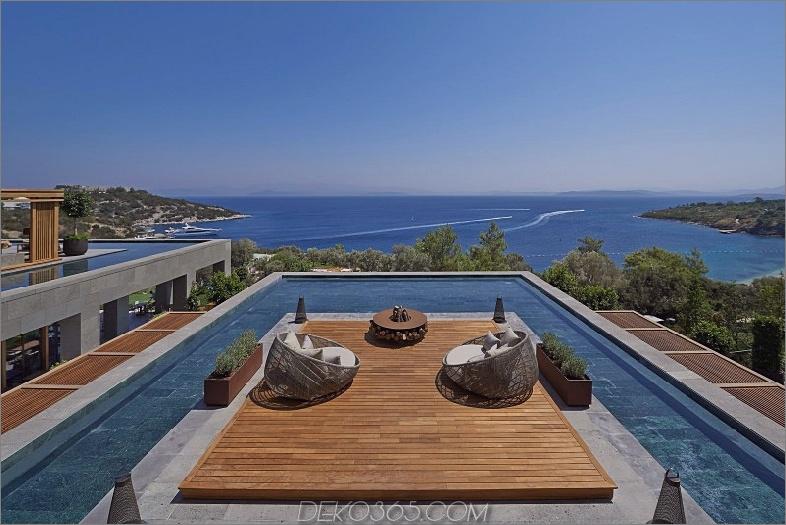 Pool auf dem Dach mit einer Terrasse