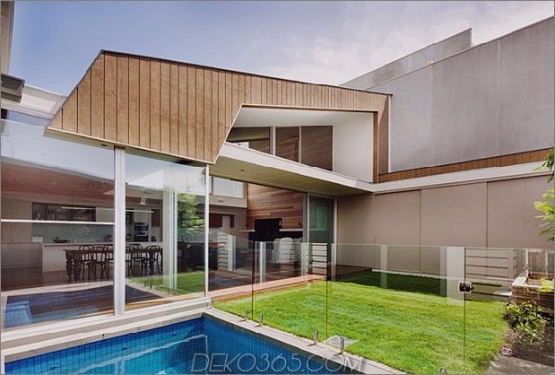 rachcoff-vella-architecture-wärmt-up-modern-homes-australia-wood-details-16-poolside.jpg