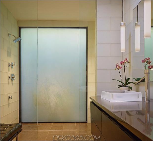 Rancher-Morphed-Sustainable-2-stöckiges Haus überbrückt-Pool-28-shower.jpg