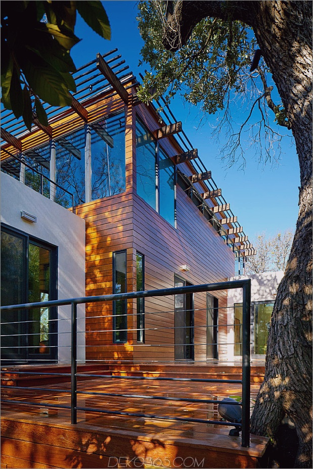 Rancher verwandelte sich in ein nachhaltiges 2-stöckiges Haus mit überbrücktem Pool_5c5993b5a071b.jpg