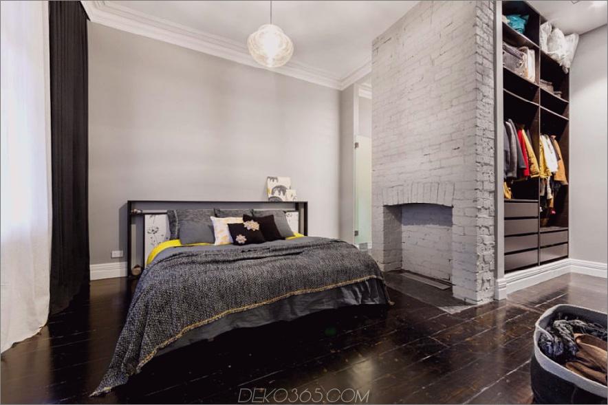 Das Schlafzimmer verfügt über einen eigenen Schrank und einen Kaminsims