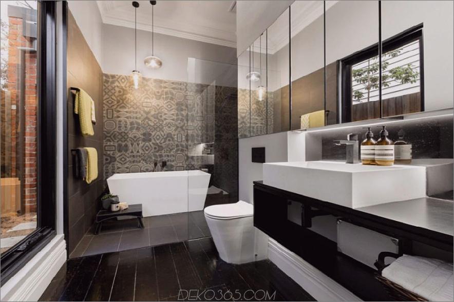 Ein dramatischeres Bad mit einer gefliesten Wand