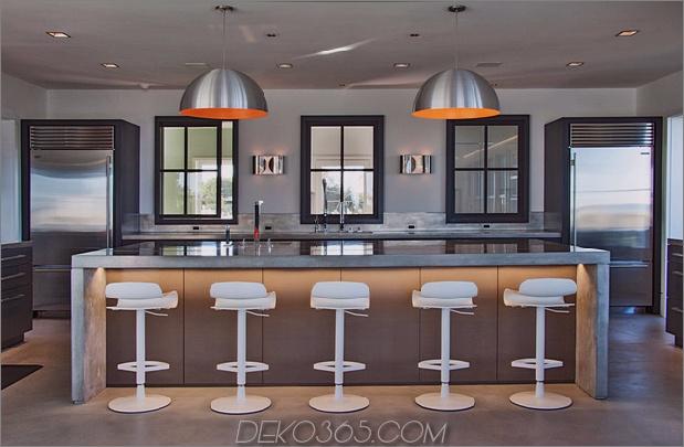 traditionell-exterior-hides-bunt-zeitgenössisch-interior-7-kitchen-island.jpg
