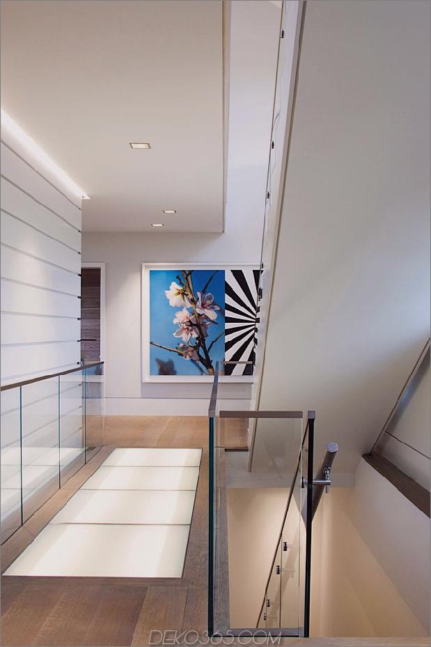 traditionell-exterior-hides-bunt-zeitgenössisch-interior-11-treppen.jpg
