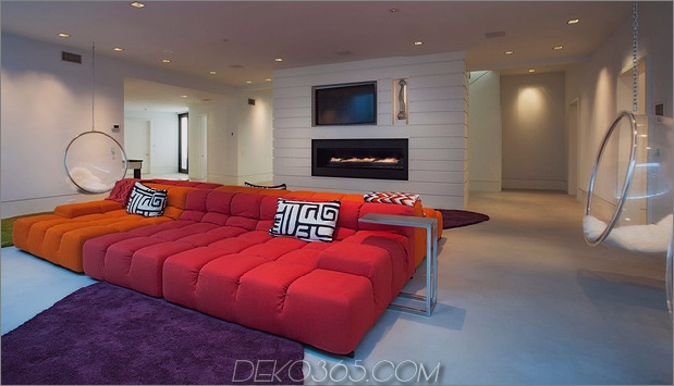 traditionell-exterior-hides-bunt-zeitgenössisch-interior-17-partyroom.jpg