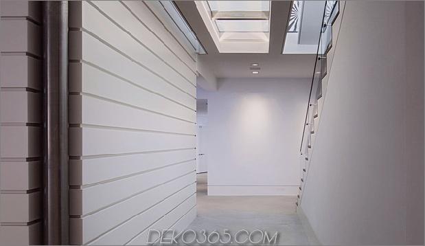 traditionell-exterior-hides-bunt-zeitgenössisch-interior-19-treppen.jpg