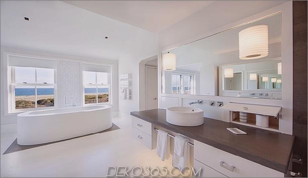 traditionell-exterior-hides-bunt-zeitgenössisch-interior-32-ensuite-vanity.jpg