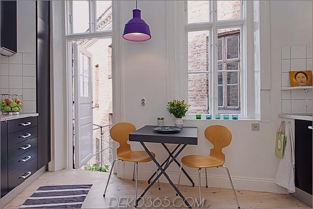 renovierte-heirloom-apartment-original-details-modern-decor-9-ant-chairs.jpg