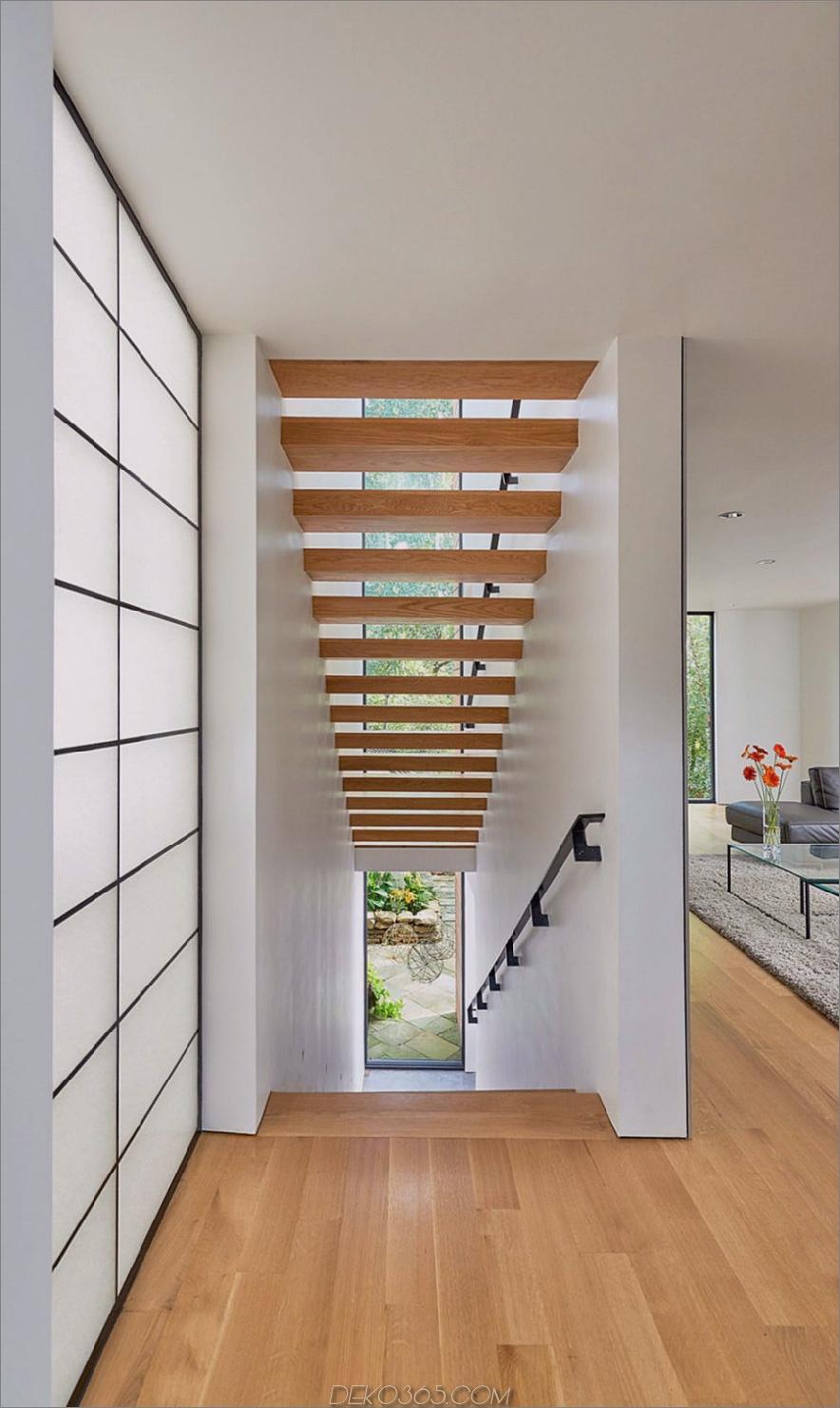 Holztreppe ist luftig und offen