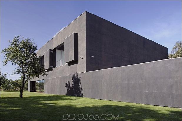Haus schließt-Beton-Würfel-Verkleidung-Glasflächen-5-Fensterläden.jpg