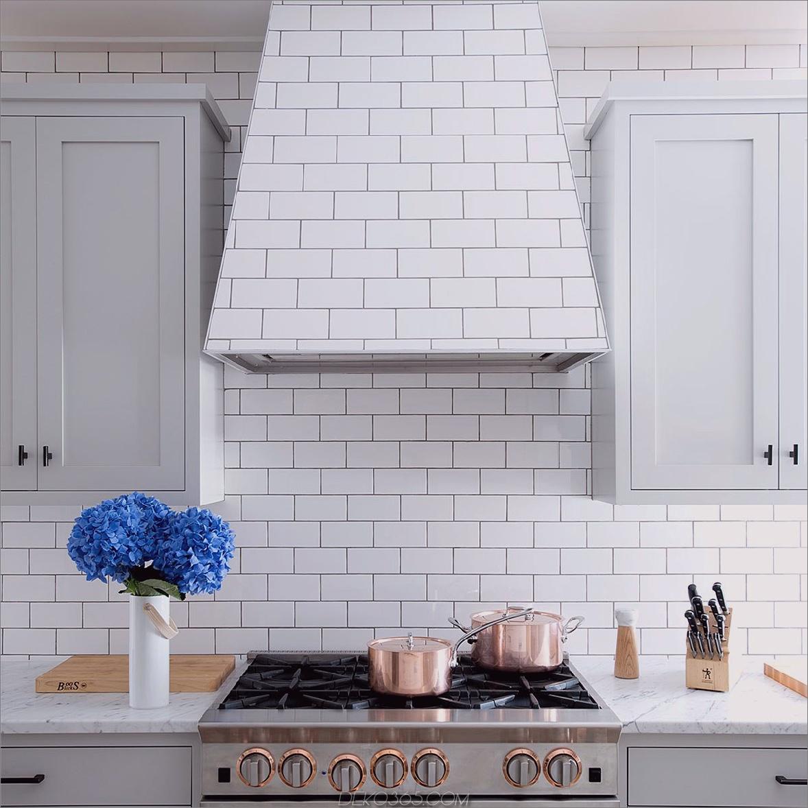 Fliesenküche mit verborgenen Chic-Küchen mit verdeckten Dunstabzugshauben