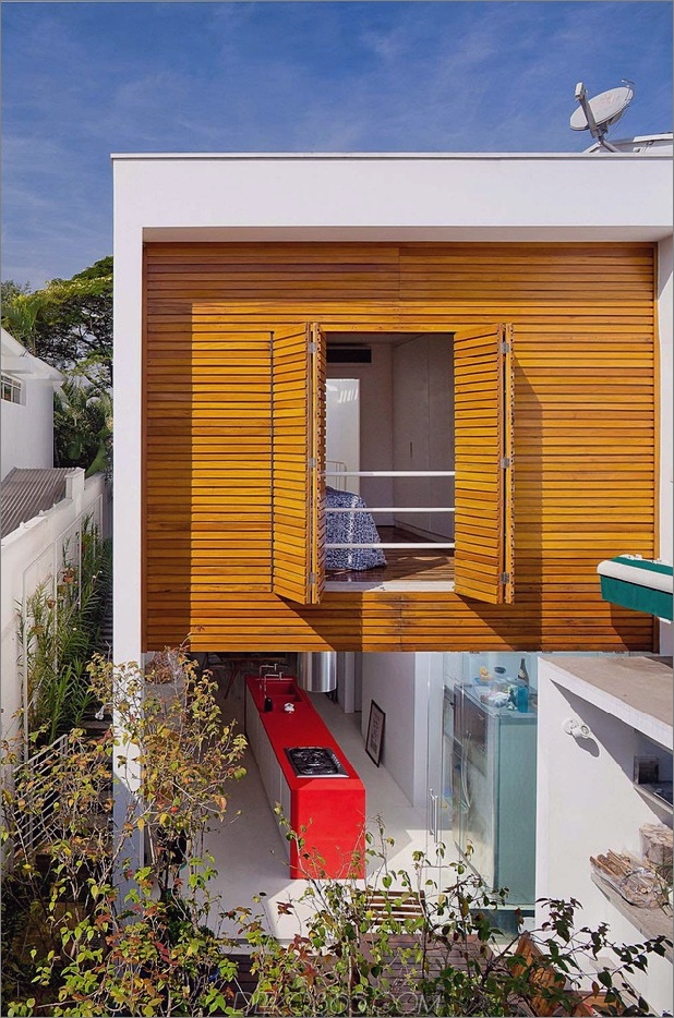 brazil-home-with-open-lineares layout-and-wood-loft-3.jpg