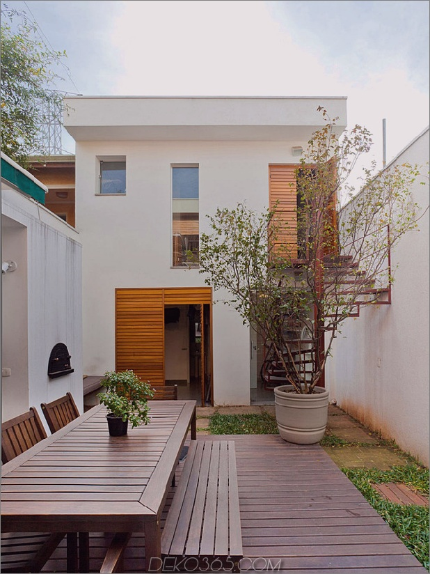brazil-home-with-open-lineares layout-and-wood-loft-5.jpg