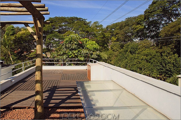 brazil-home-with-open-lineares layout-and-wood-loft-6.jpg