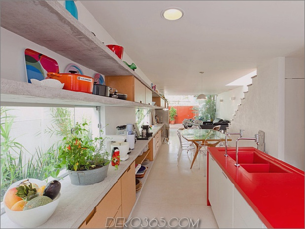 brazil-home-with-open-lineares layout-and-wood-loft-9.jpg
