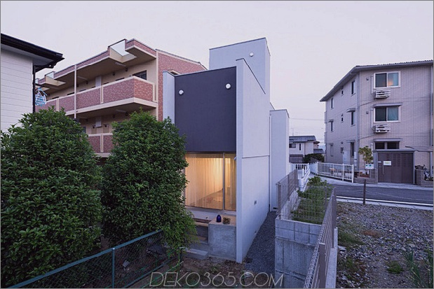 eng-urban-home-with-concrete-walls-and-upper-bridge-8.jpg