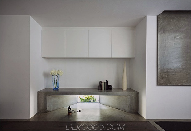 eng-urban-home-with-concrete-walls-and-upper-bridge-11.jpg