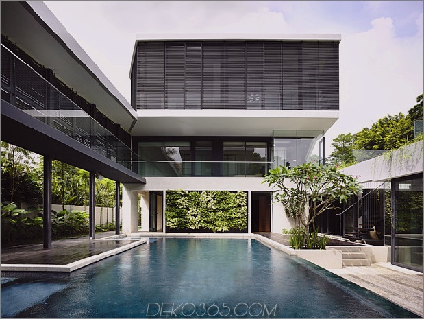 schönes Haus-Hof-Schwimmbad-10-greenwall.jpg