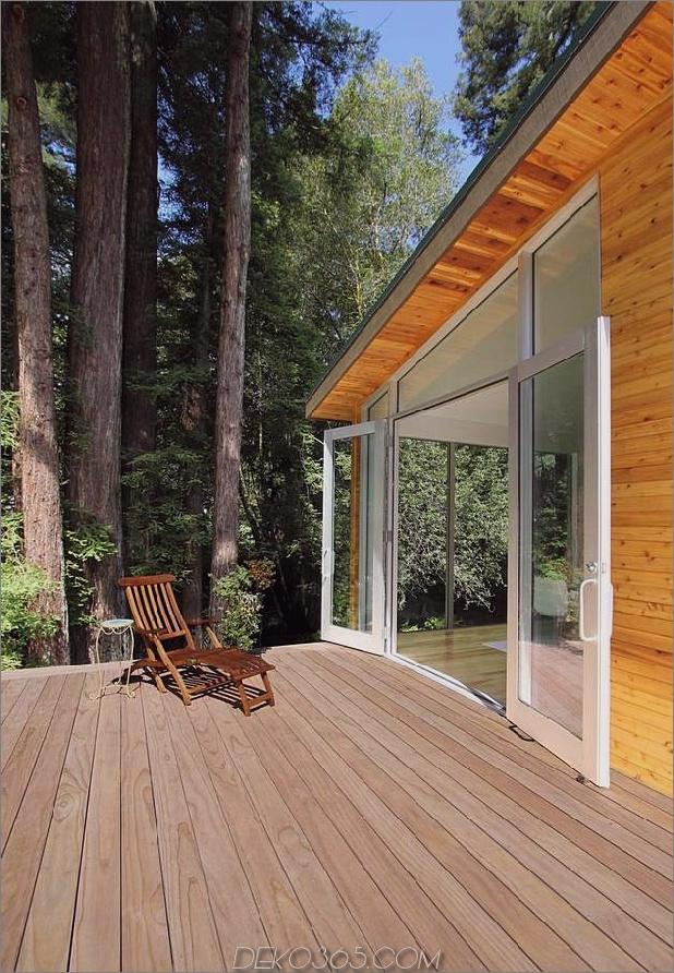 Holz-Wald-Haus-mit-modern-Interieur-und-Holz-Veredelungen-5.jpg