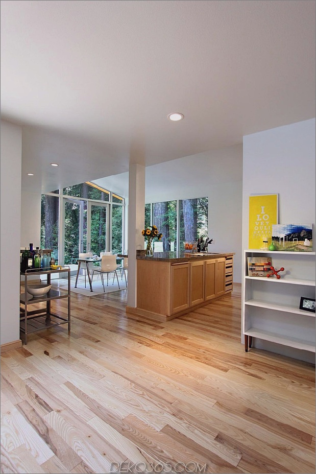 Holz-Wald-Haus-mit-modern-Interieur-und-Holz-Ausführungen-11.jpg