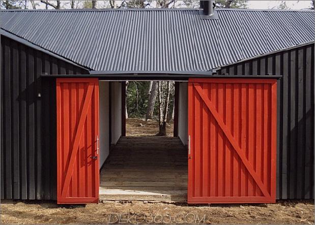 Schuppenhaus-gebaut-aus-Schuppen-5-Schiebetür.jpg