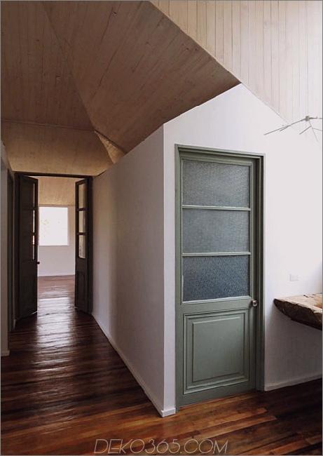 Schuppenhaus-gebaut-aus-Schuppen-12-Badezimmertür.jpg